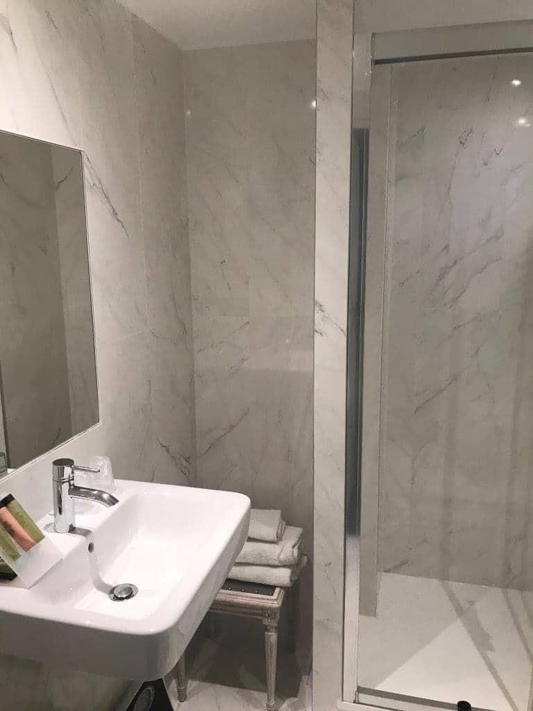 chambre supérieure salle de bain 3