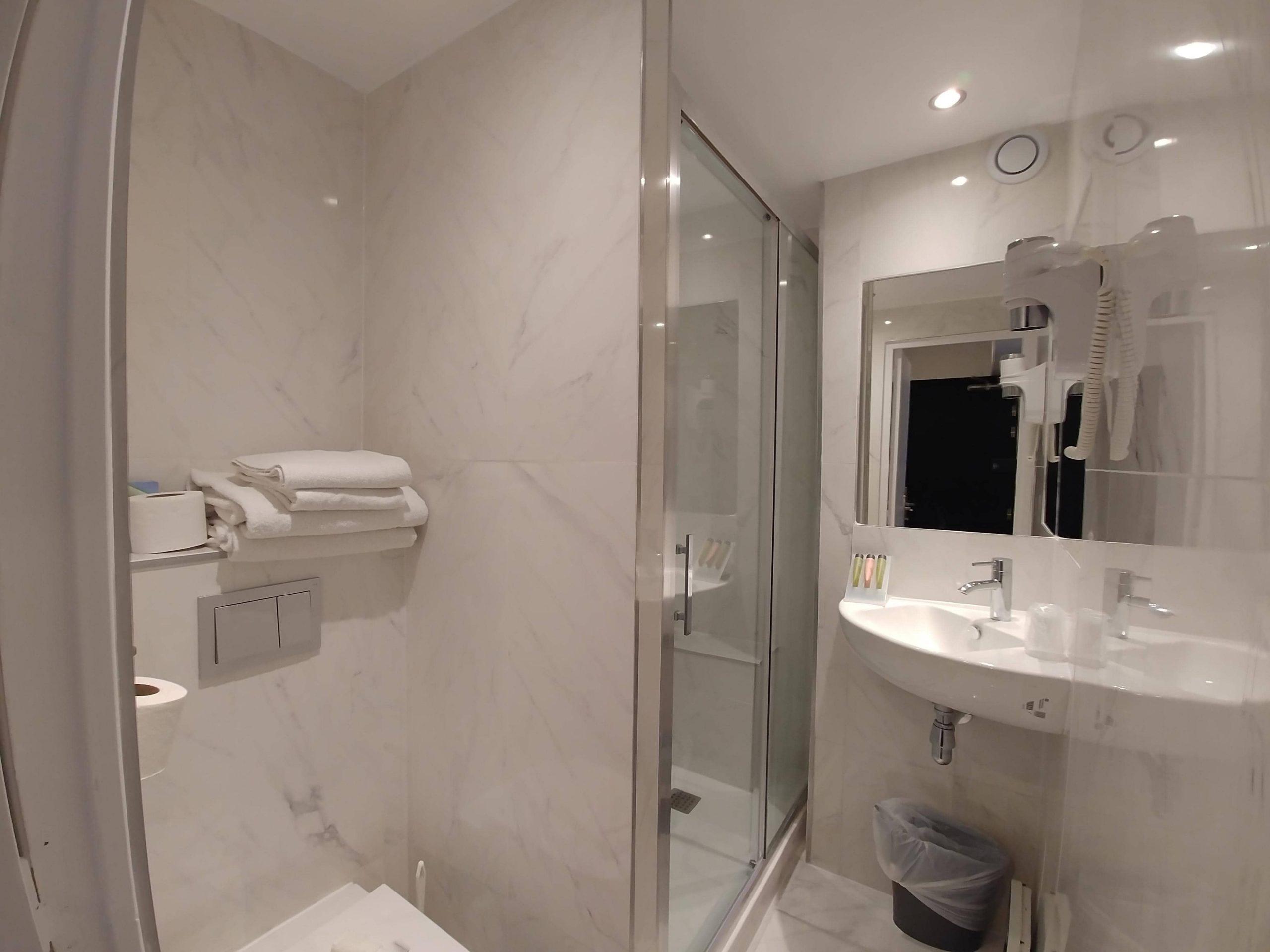 chambre supérieure salle de bain 6